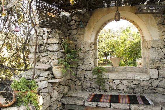 Фотография: Гостиная в стиле Лофт, Современный, Стиль жизни, Советы, Париж, Airbnb – фото на InMyRoom.ru
