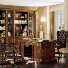 Фотография: Кабинет в стиле Классический, Декор интерьера, Мебель и свет – фото на InMyRoom.ru