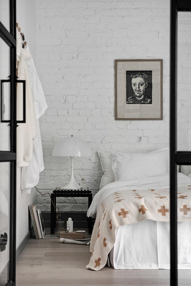 Фотография: Спальня в стиле Современный, Лофт, Декор интерьера, Швеция, Белый, Черный, Стокгольм, 2 комнаты, 40-60 метров – фото на InMyRoom.ru