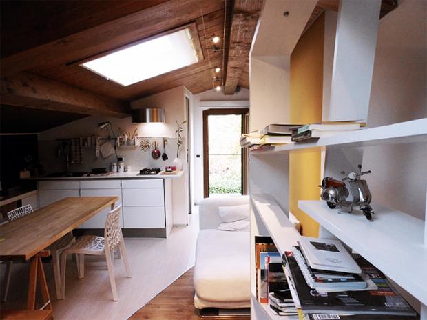 Фотография: Кухня и столовая в стиле Лофт, Малогабаритная квартира, Квартира, Дома и квартиры, Чердак, Мансарда – фото на InMyRoom.ru