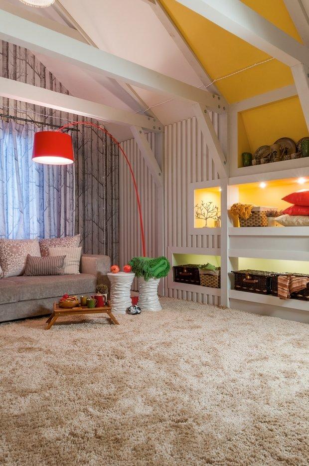 Фотография: Гостиная в стиле Прованс и Кантри, Интерьер комнат, Мансарда – фото на InMyRoom.ru