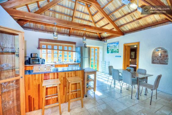 Фотография: Кухня и столовая в стиле Современный, Стиль жизни, Советы, Париж, Airbnb – фото на InMyRoom.ru