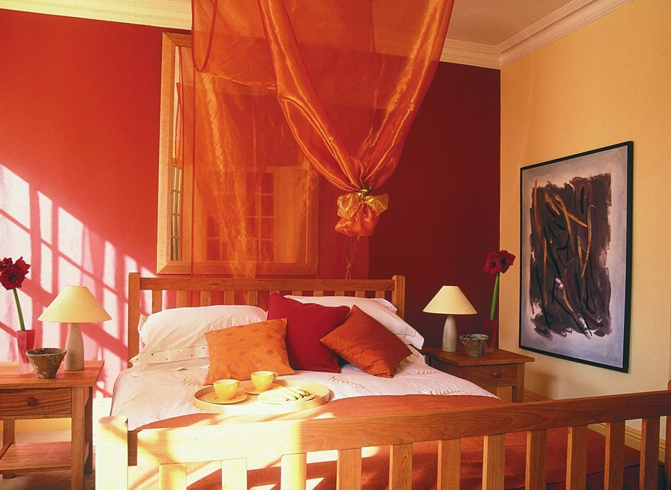 Фотография: Спальня в стиле Прованс и Кантри, Декор интерьера, Дизайн интерьера, Цвет в интерьере, Красный – фото на InMyRoom.ru