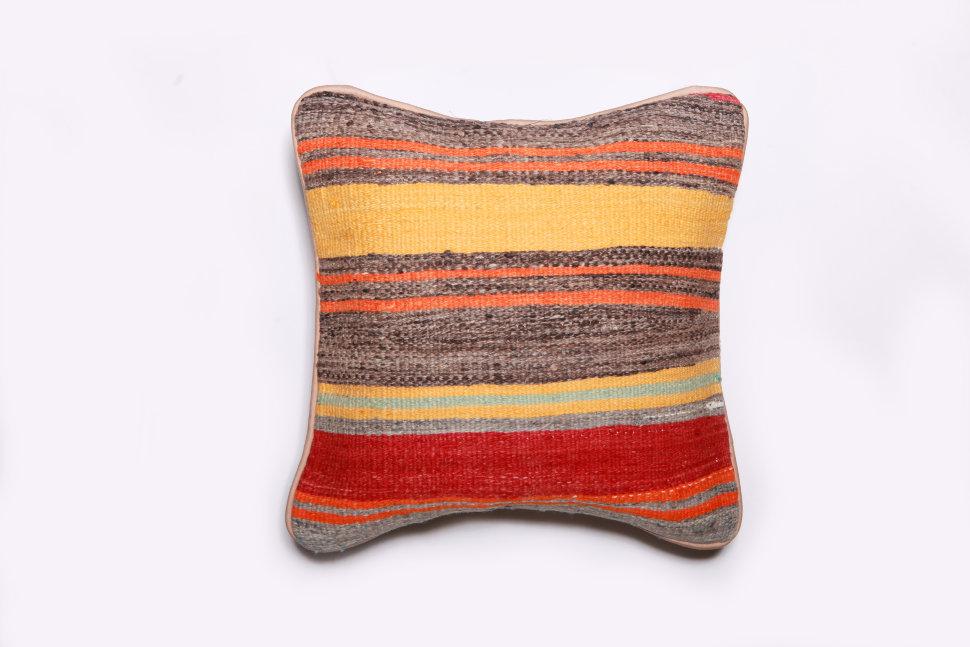 Подушка декоративная из шерсти 40х40