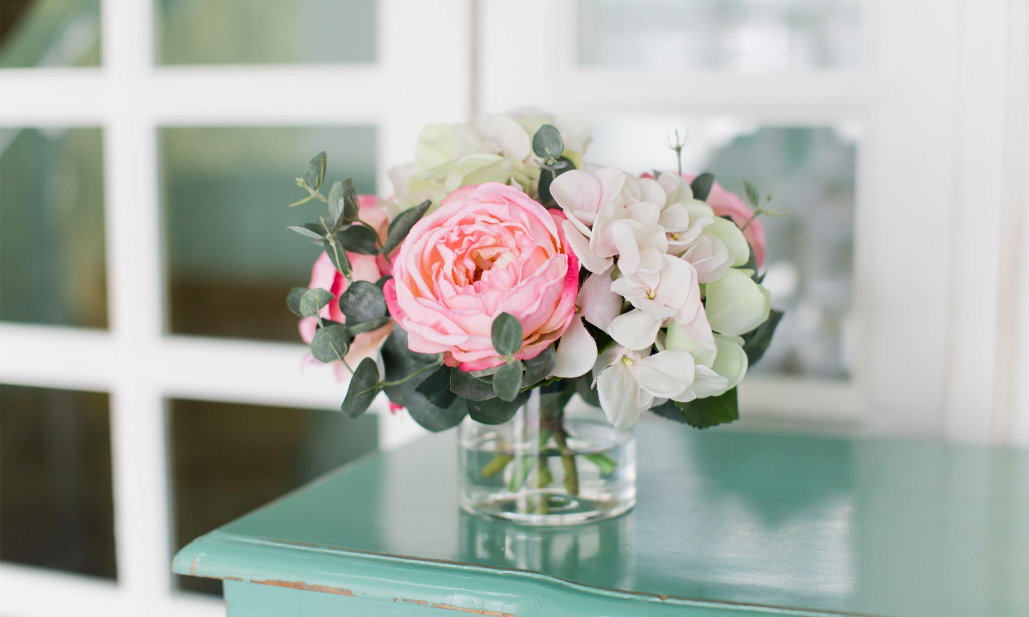 Купить Композиция из искусственных цветов - нежная гортензия, розы, эвкалипт, inmyroom, Россия