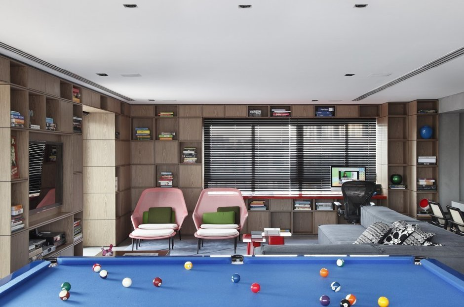 Фотография:  в стиле Современный, Дом, Цвет в интерьере, Дома и квартиры, Серый, Бразилия, Пол, Сан-Паулу – фото на InMyRoom.ru