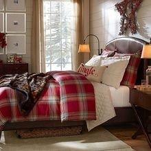 Фотография: Спальня в стиле Кантри, Интерьер комнат, Цвет в интерьере, Красный – фото на InMyRoom.ru