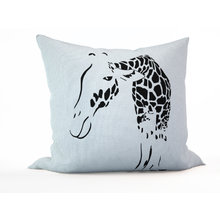 Декоративная подушка: Загадочный жираф