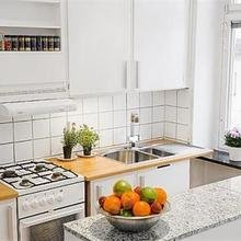 Фотография: Кухня и столовая в стиле Скандинавский, Квартира, Цвет в интерьере, Дома и квартиры, Белый – фото на InMyRoom.ru