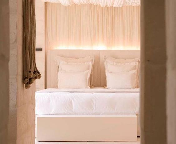 Фотография: Спальня в стиле Прованс и Кантри, Дома и квартиры, Городские места, Отель, Подсвечники – фото на InMyRoom.ru