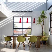 Фотография: Кухня и столовая в стиле Минимализм, Декор интерьера, Декор дома, Цвет в интерьере, Белый, Бассейн – фото на InMyRoom.ru