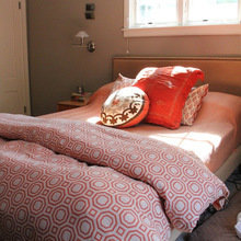 Фотография: Спальня в стиле Минимализм, Дом, США, Дома и квартиры, Блошиный рынок, Колониальный – фото на InMyRoom.ru