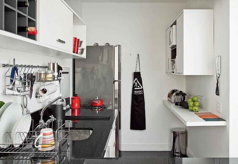 Фотография: Кухня и столовая в стиле , Малогабаритная квартира, Квартира, Цвет в интерьере, Дома и квартиры, Белый, Переделка – фото на InMyRoom.ru