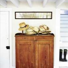 Фотография: Прихожая в стиле Кантри, Декор интерьера, Мебель и свет, Шкаф – фото на InMyRoom.ru