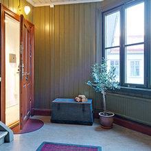 Фотография: Прихожая в стиле Кантри, Квартира, Цвет в интерьере, Дома и квартиры, Белый, Камин – фото на InMyRoom.ru