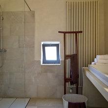 Фотография: Ванная в стиле Современный, Минимализм, Дома и квартиры, Городские места, Отель, Бассейн – фото на InMyRoom.ru