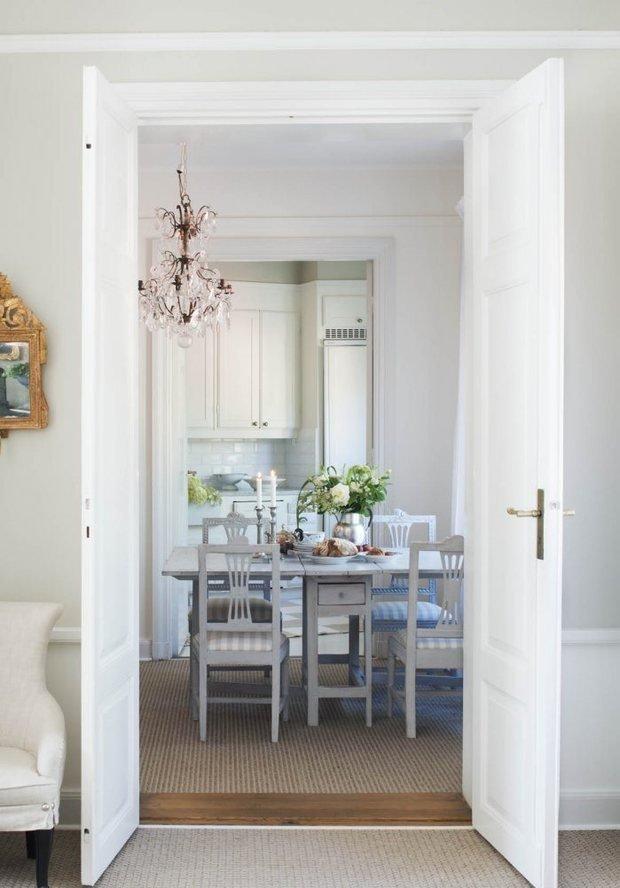 Фотография: Кухня и столовая в стиле Скандинавский, Классический, Декор интерьера, Квартира, Черный, Бежевый, Серый, Розовый, бледно-розовый цвет в интерьере, модная палитра в интерьере – фото на InMyRoom.ru