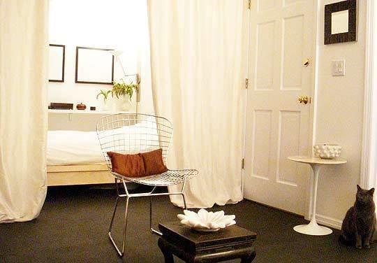 Фотография: Спальня в стиле Минимализм, Декор интерьера, Декор дома, Ширма, Перегородки – фото на InMyRoom.ru
