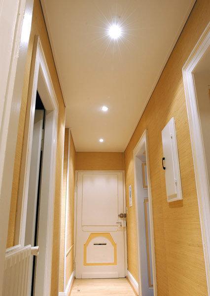 Фотография: Ванная в стиле Современный, Прихожая, Квартира, Декор, Советы, Ремонт, Ремонт на практике, косметический ремонт, хранение в прихожей, свет в прихожей, экспресс-ремонт, идеи для прихожей, пол в прихожей, потолок в прихожей, как быстро сделать ремонт в прихожей – фото на InMyRoom.ru
