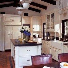 Фотография: Кухня и столовая в стиле Кантри, Дом, Дома и квартиры, Интерьеры звезд, Калифорния – фото на InMyRoom.ru