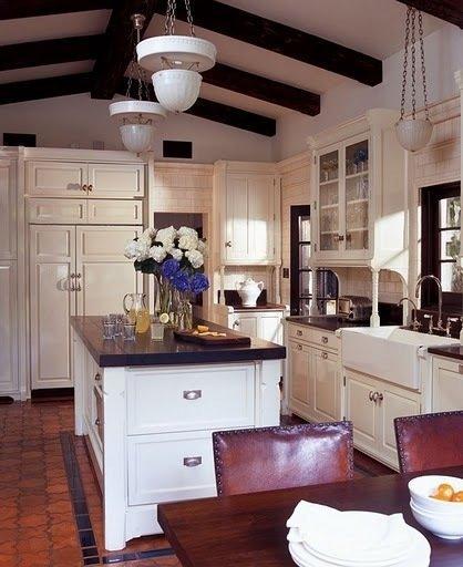 Фотография: Кухня и столовая в стиле Прованс и Кантри, Дом, Дома и квартиры, Интерьеры звезд, Калифорния – фото на InMyRoom.ru