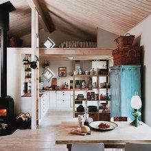 Фотография: Кухня и столовая в стиле Кантри, Дом, Дома и квартиры, Плетеная мебель, Дом на природе – фото на InMyRoom.ru