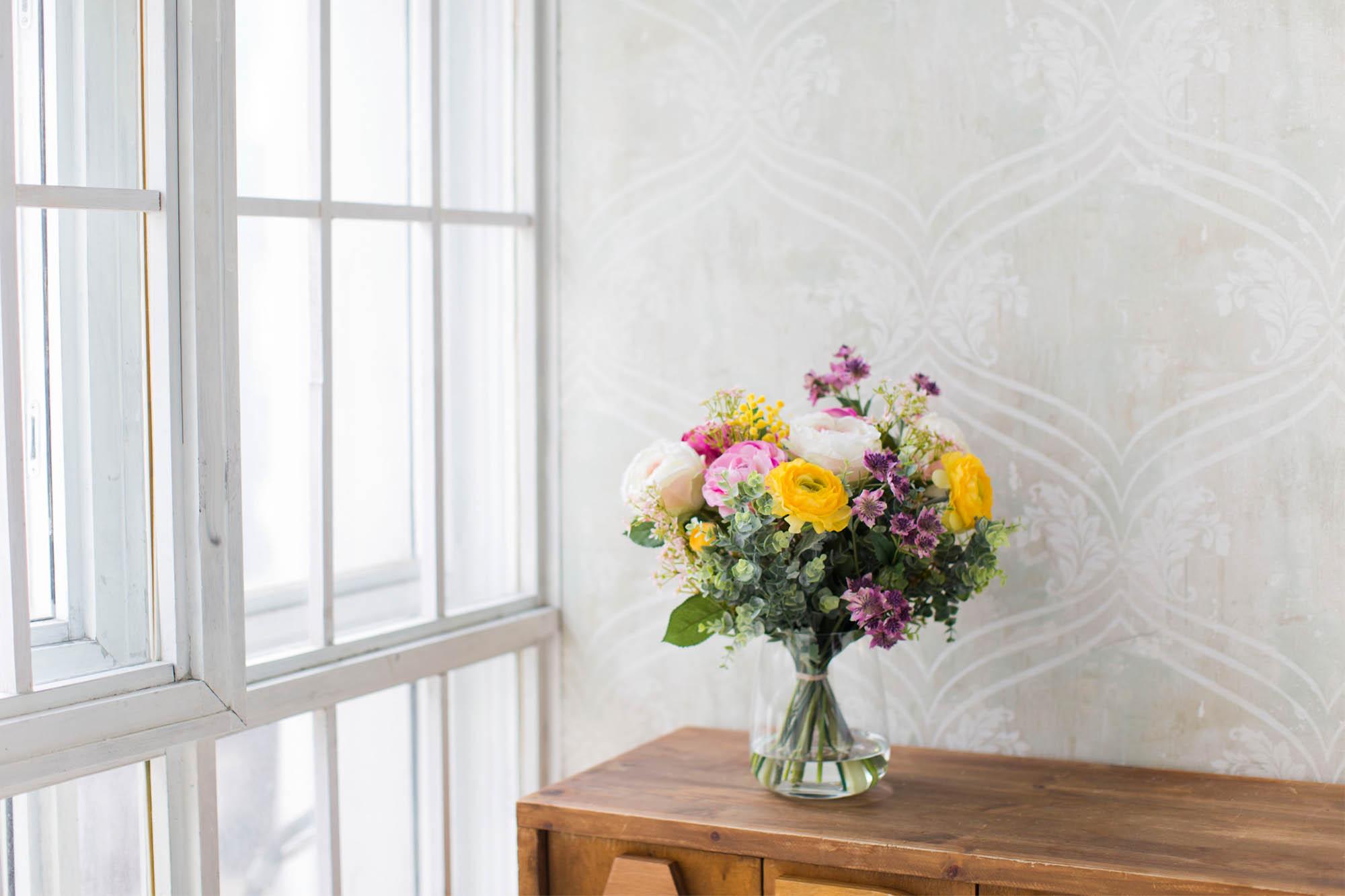 Купить Композиция из искусственных цветов - ранункулюсы, розы, астранция, альстромерия и мимоза, inmyroom, Россия