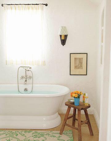 Фотография: Ванная в стиле Прованс и Кантри, Декор интерьера, Квартира, Дом, Декор дома, Люди, Картины – фото на InMyRoom.ru