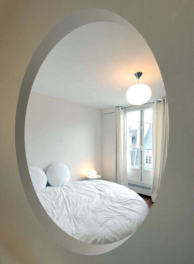 Фотография: Спальня в стиле Современный, Малогабаритная квартира, Квартира, Цвет в интерьере, Белый, Проект недели, Переделка – фото на InMyRoom.ru