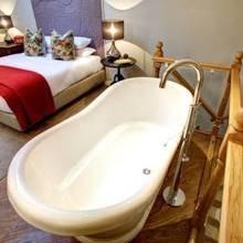 Фотография: Ванная в стиле Кантри, Терраса, Дома и квартиры, Городские места, Отель – фото на InMyRoom.ru