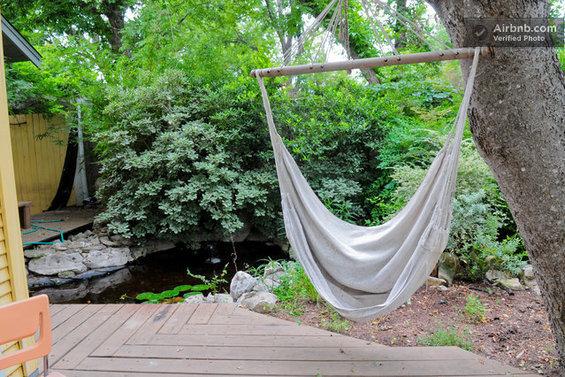 Фотография: Спальня в стиле Современный, Декор интерьера, Текстиль, Airbnb, Гамак – фото на InMyRoom.ru