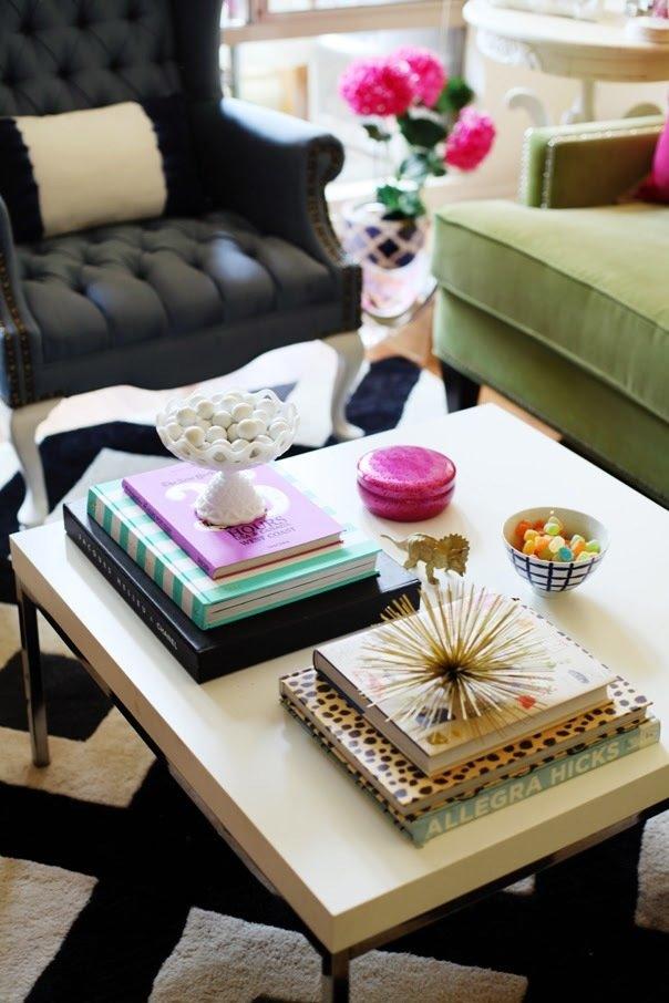 Фотография: Гостиная в стиле Эклектика, Декор интерьера, Аксессуары, Декор, Декор дома, Цветы, Журнальный столик – фото на InMyRoom.ru