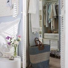 Фотография: Гардеробная в стиле Кантри, Декор интерьера, Дизайн интерьера, Цвет в интерьере, Белый – фото на InMyRoom.ru