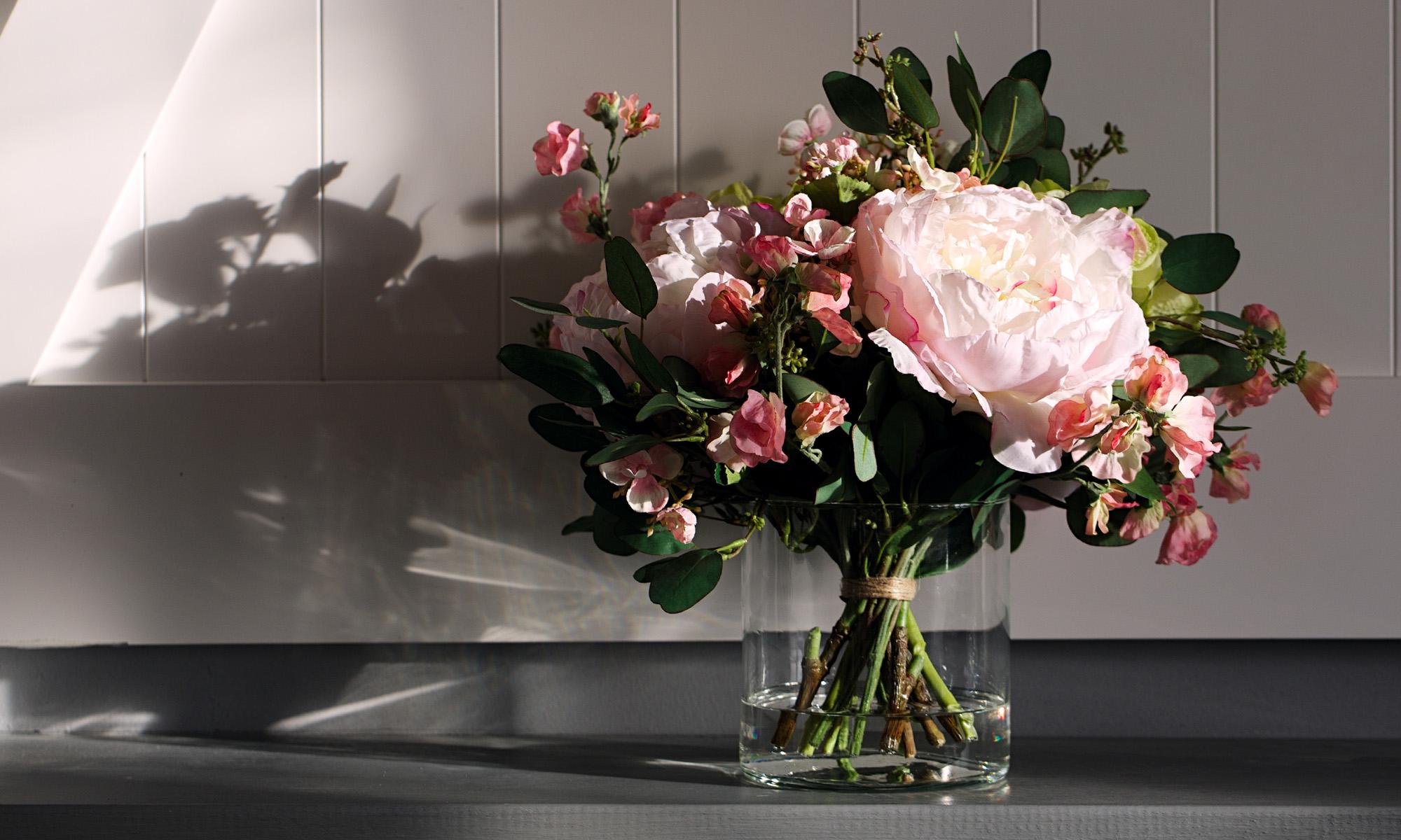 Купить Композиция из искусственных цветов - пышные пионы, салатовая гортензия, душистый горошек, inmyroom, Россия
