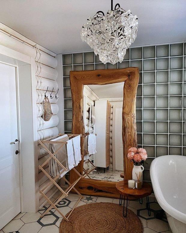 Столик в ванную комнату нашла на «Авито»