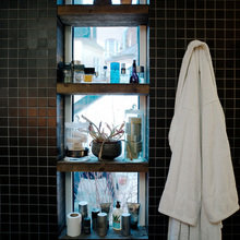 Фотография: Ванная в стиле Скандинавский, Современный, Лофт, Малогабаритная квартира, Квартира, Цвет в интерьере, Дома и квартиры, Черный, Зеленый – фото на InMyRoom.ru
