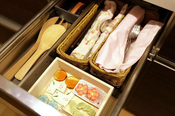Фотография:  в стиле , Квартира, Советы, уборка, Мэри Кондо, секреты уборки, как облегчить процесс уборки – фото на InMyRoom.ru
