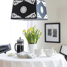 Фотография: Кухня и столовая в стиле Кантри, Декор интерьера, Интерьер комнат, Мебель и свет, Цвет в интерьере, Советы, Цветы, Посуда – фото на InMyRoom.ru