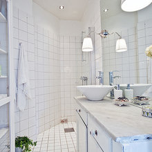 Фотография: Ванная в стиле Скандинавский, Гардеробная, Малогабаритная квартира, Квартира, Швеция, Цвет в интерьере, Дома и квартиры, Белый – фото на InMyRoom.ru