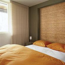 Фотография: Спальня в стиле Современный, Минимализм, Декор интерьера, Декор дома, Обои, Стены, Картины, Принт, Панно, Roommy.ru – фото на InMyRoom.ru