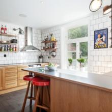 Фотография: Кухня и столовая в стиле Лофт, Скандинавский, Дом, Цвет в интерьере, Дома и квартиры, Белый – фото на InMyRoom.ru