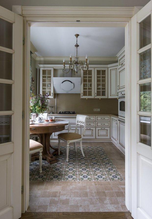 Фотография: Кухня и столовая в стиле Классический, Современный, Декор интерьера, Сталинка – фото на INMYROOM