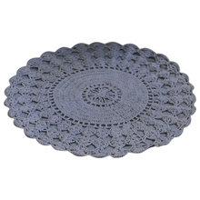 Вязаный коврик для ванной серого цвета