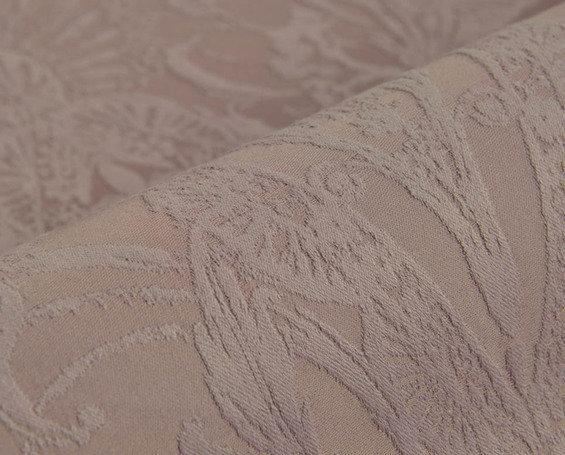 Фотография: Спальня в стиле Прованс и Кантри, Декор интерьера, Дизайн интерьера, Мебель и свет, Цвет в интерьере, Стены, Розовый, Фуксия – фото на InMyRoom.ru