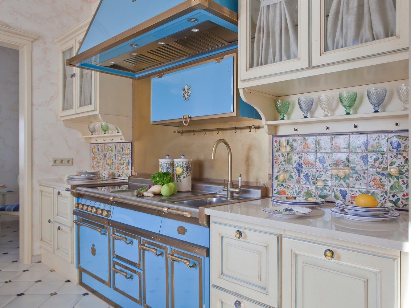 Кухня лазурного цвета