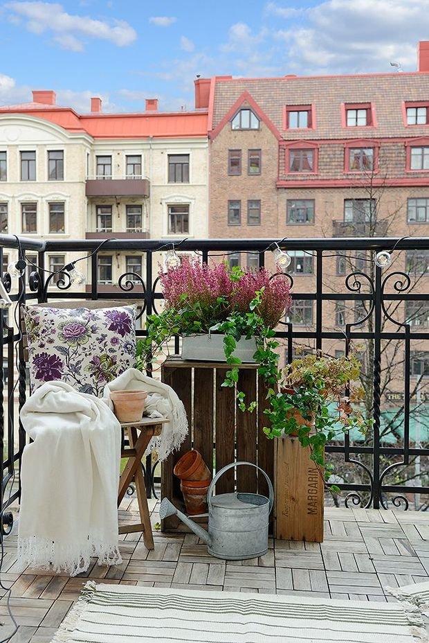 Фотография: Балкон в стиле Скандинавский, Квартира, Декор, Советы, как обустроить маленький балкон, идеи для маленького балкона, декор балкона – фото на InMyRoom.ru