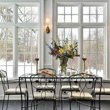 Фотография: Кухня и столовая в стиле Кантри, Балкон, Интерьер комнат, Камин, Большие окна – фото на InMyRoom.ru