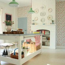 Фотография: Кухня и столовая в стиле Кантри, Современный, Декор интерьера, Декор дома, Камин – фото на InMyRoom.ru