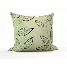 Декоративная подушка: Хрупкие листочки