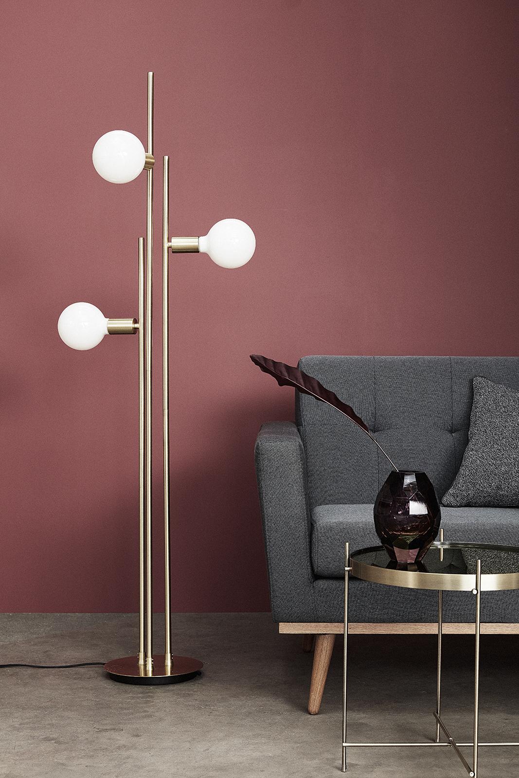 Напольная лампа с белыми плафонами